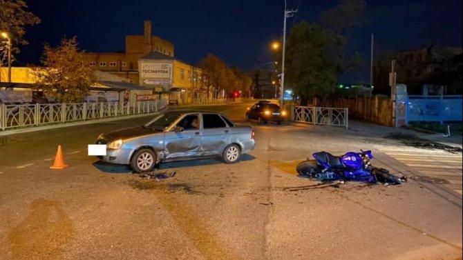 Мотоциклист с пассажиркой пострадали в ДТП в Ставрополе