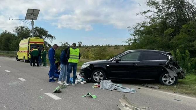 Смертельное ДТП вКрыму— пенсионерку сбил автомобиль, вкоторый врезался грузовик