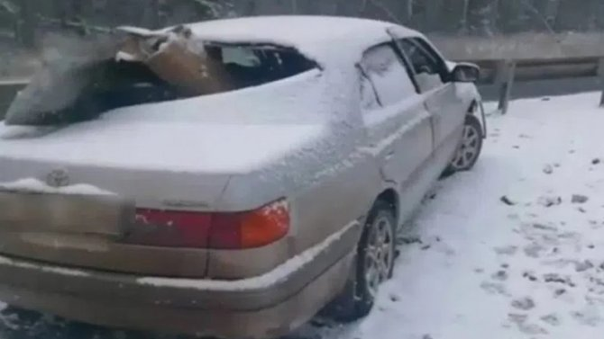 В Иркутской области автомобиль пробило ограждение – погибла женщина