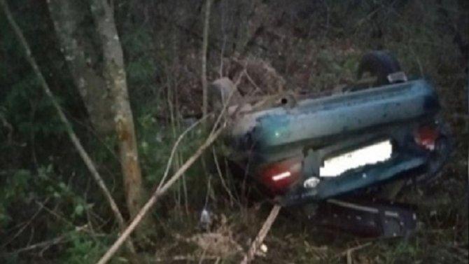 При опрокидывании машины в Кардымовском районе Смоленской области погибла женщина